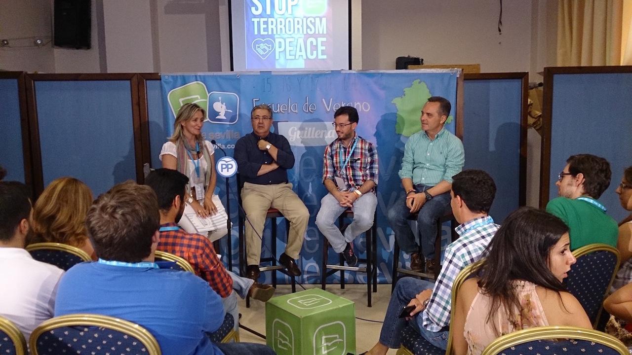 Bueno y Zoido inauguran la Escuela de Verano de NNGG de Sevilla