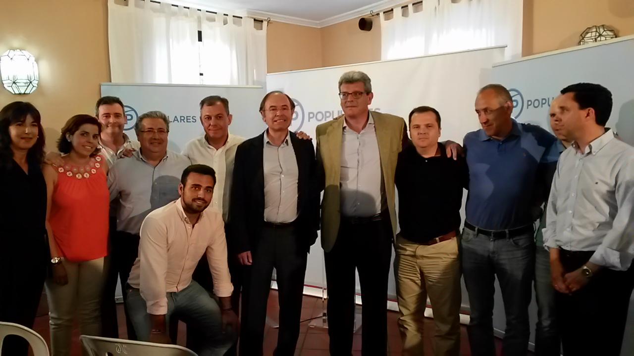 García Escudero interviene en un acto con simpatizantes en Tomares