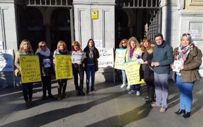 El PP de Sevilla recoge las reivindicaciones de los trabajadores eventuales excluidos de la bolsa de empleo de Correos