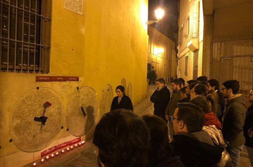 NNGG recuerda la memoria de Alberto Jiménez y Ascensión García con una ofrenda floral y un minuto de silencio