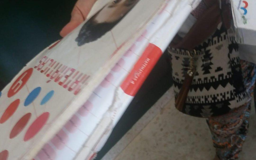 El PP de Sevilla alerta del mal estado de los libros de texto gratuitos que está entregando la Junta