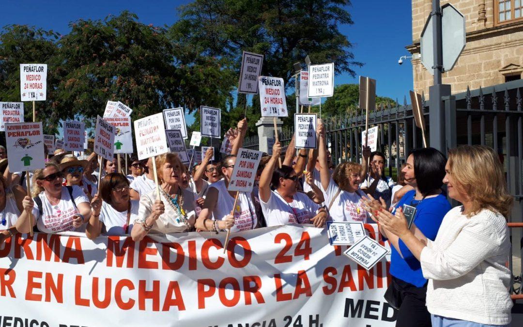 """Virginia Pérez: """"Vamos a seguir junto a los vecinos de Peñaflor y a la Plataforma 'Médico 24 horas, Ya!' hasta que la Junta cumpla y garantice una sanidad de calidad y sin horarios"""""""
