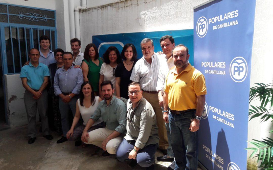 Virginia Pérez mantiene un encuentro con afiliados y simpatizantes del PP en Cantillana