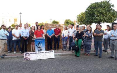 Virginia Pérez asiste al homenaje que el PP de Alcalá de Guadaira rinde en memoria a Miguel Ángel Blanco