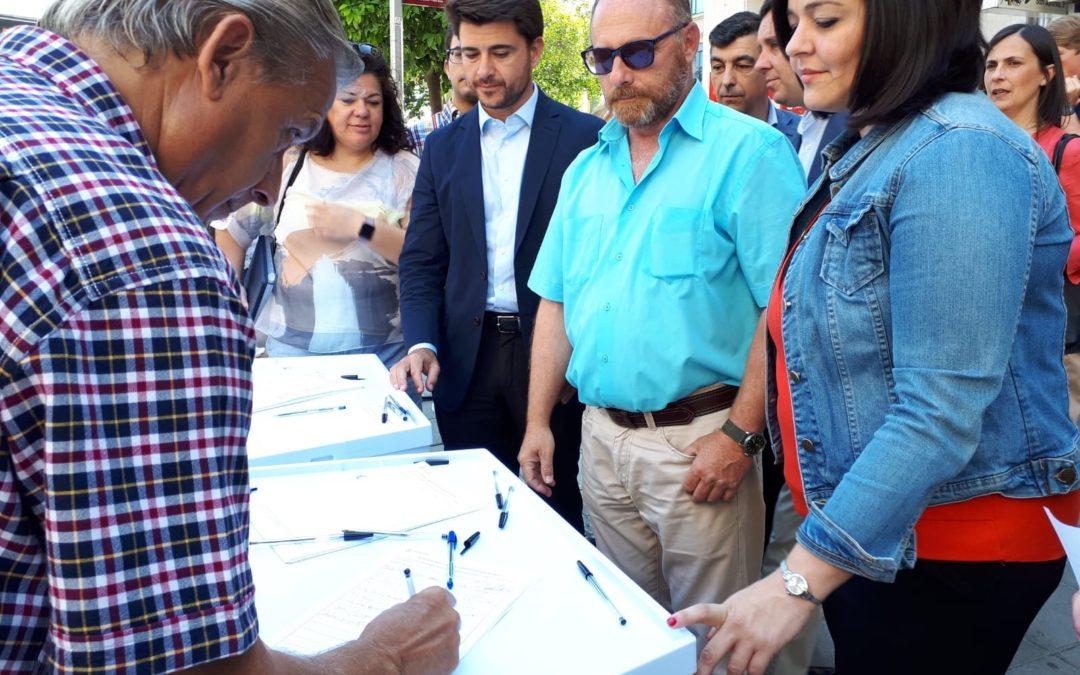 El PP de Sevilla recoge firmas en Triana contra la derogación de la Prisión Permanente Revisable